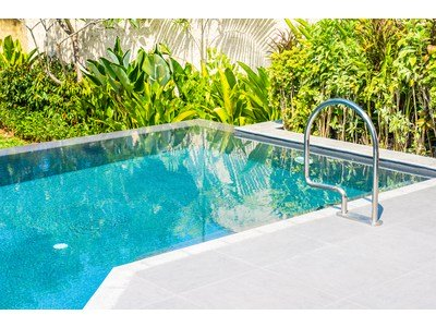 Swimming pool: a property capital gain?